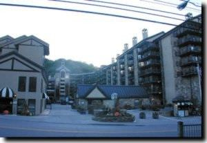 gatlinburg_town_square_gatlinburg